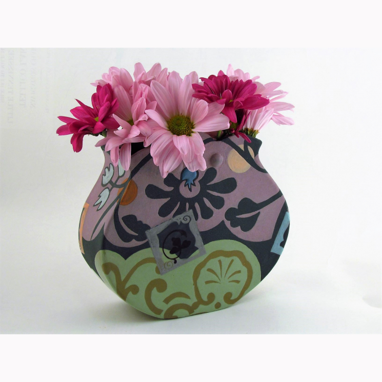 Porcelain vase with scalloped top