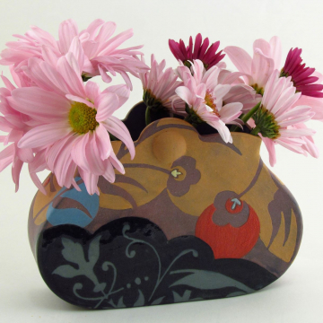 Small Ginger Pouch Vase with Scallop Top